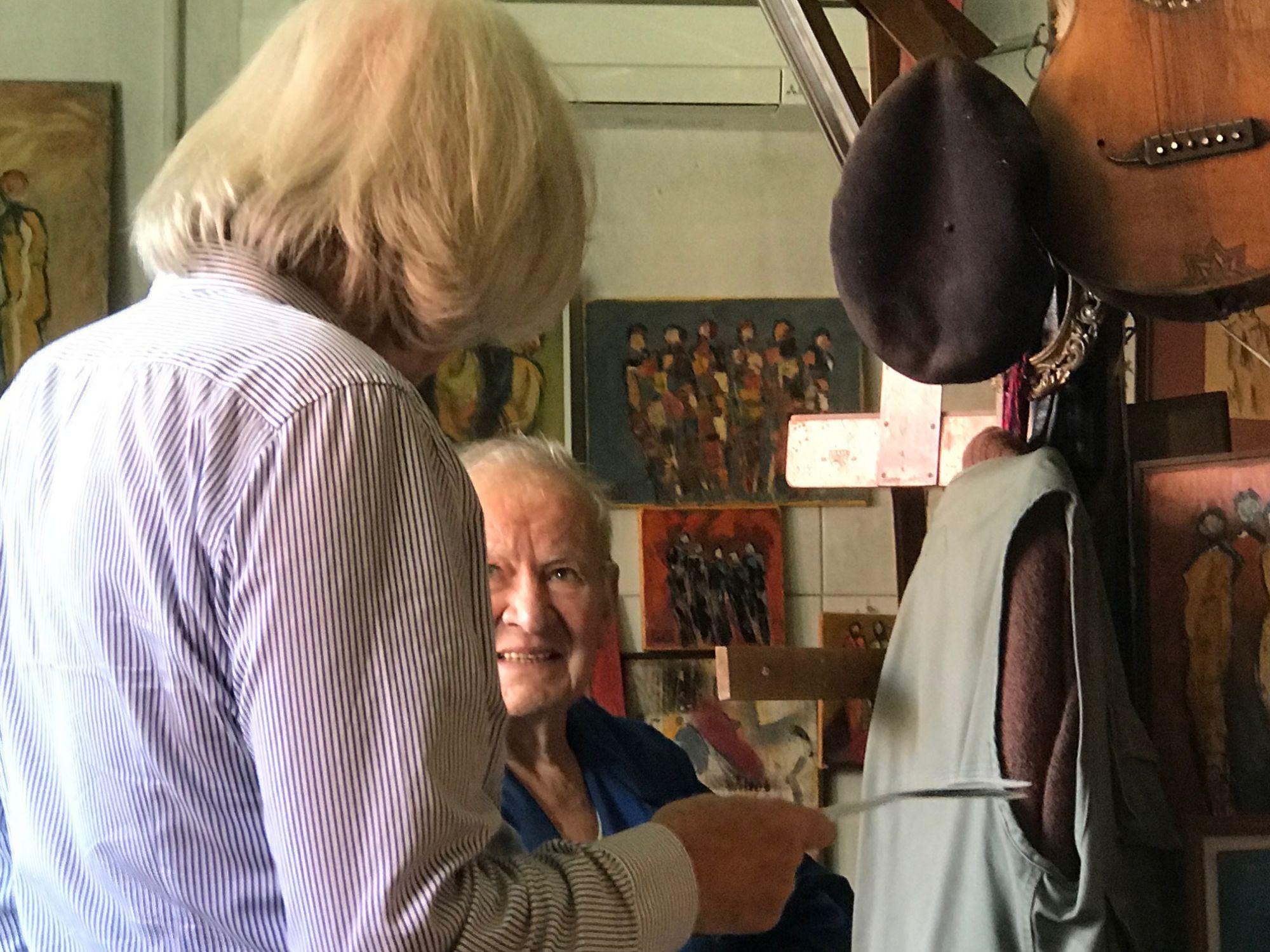 14.08.2019 - L'artista Luciano Gatti nel suo atelier di Besso con Giuliano Togni