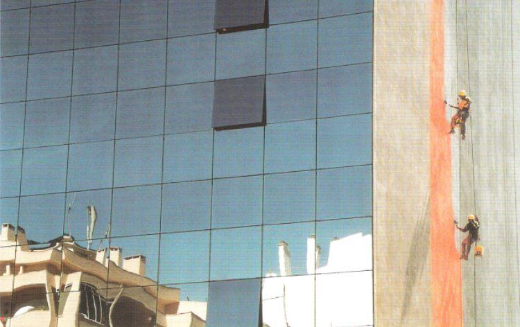 Ci avevano detto che era solo una parete... (Lisbona, Portogallo, 2004)