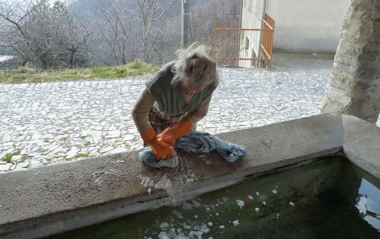 lavato a mano - Erbonne (Italia), 2011